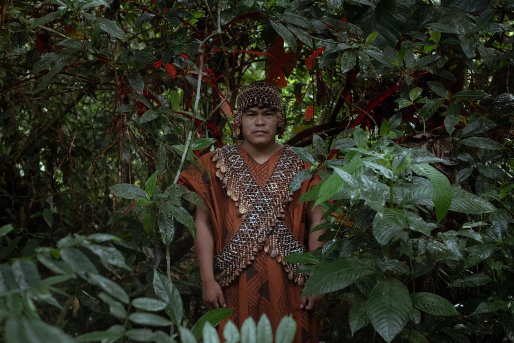 Herlin Odicio Estrella, leader amérindiende l'ethnie kakataibo, dans la forêt aux abords du village de Yamino, en Ucayali, le 8 mai 2021.